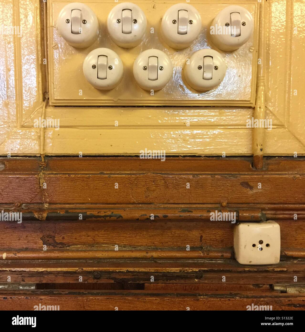Old Light Switches Wall Stockfotos & Old Light Switches Wall Bilder ...