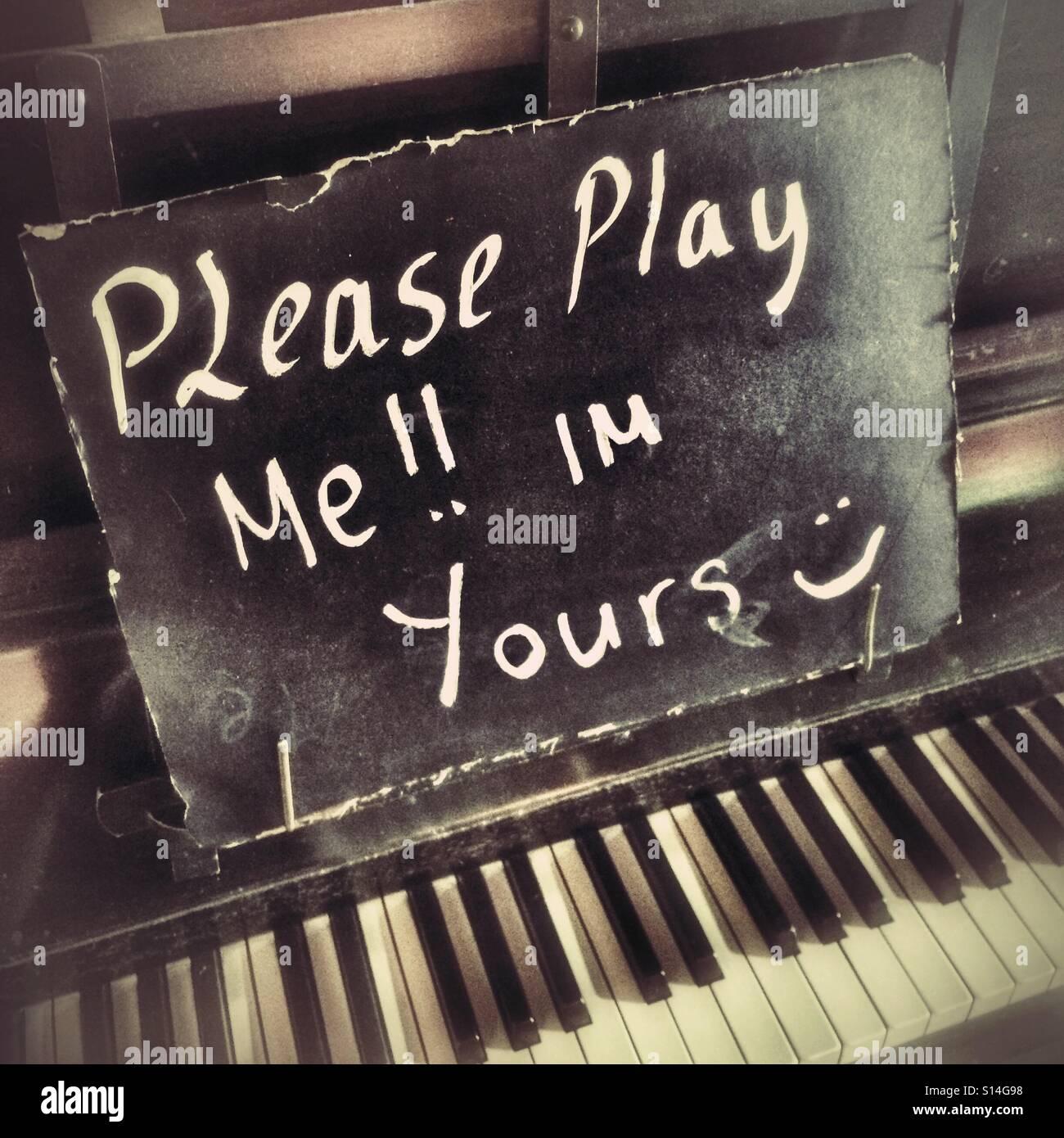 Play Me I 'm Yours - öffentliche Klavier Stockbild