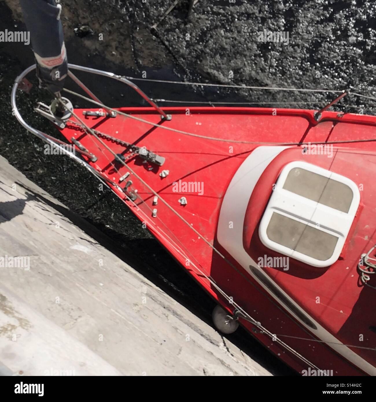Roten Yacht Bogen Stockbild