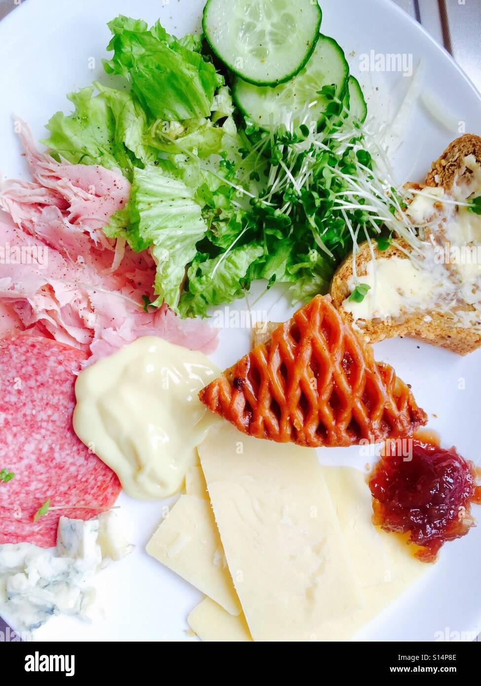 Pork Pie, Fleisch und Käse Salat Stockbild