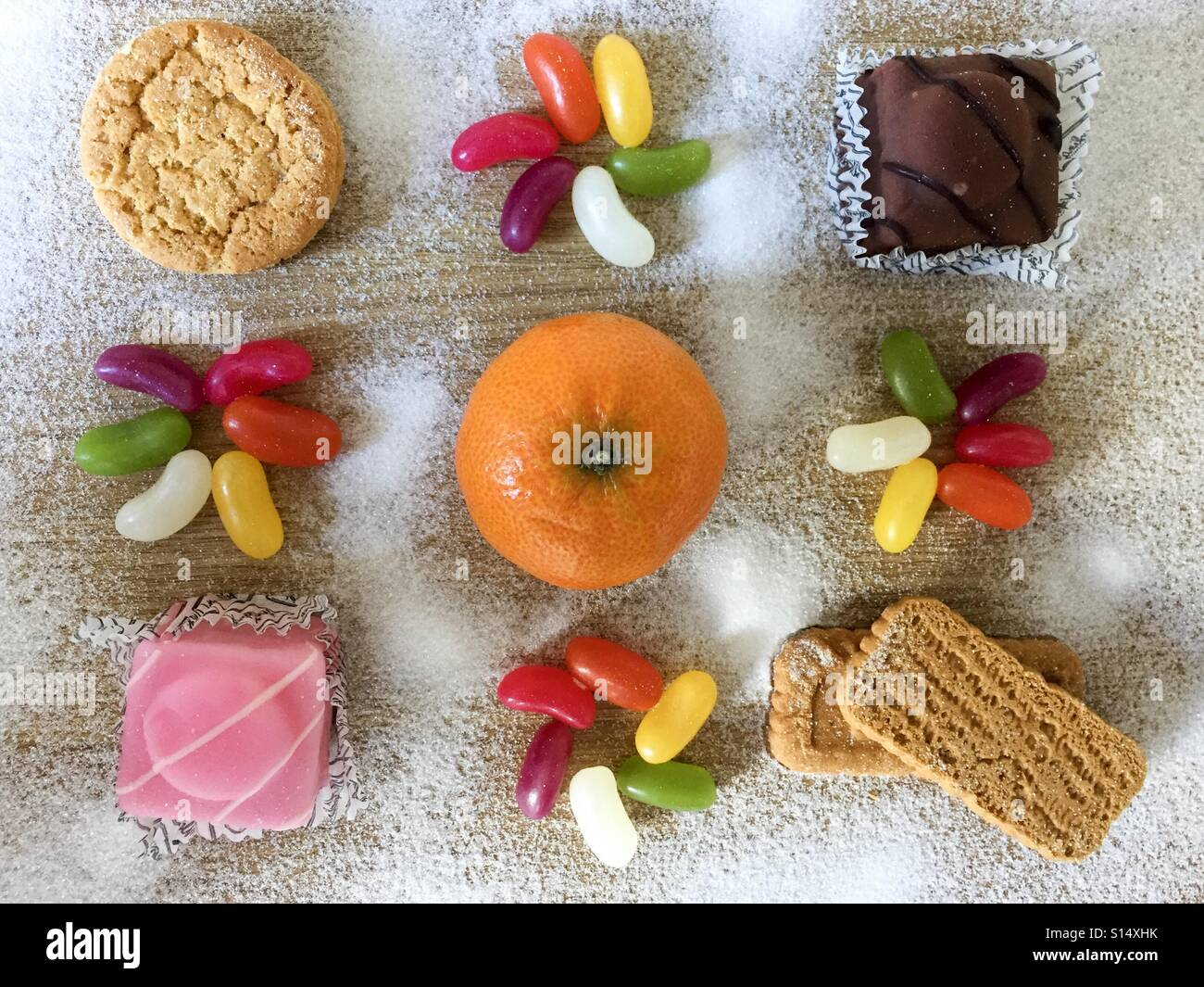 Flach legen Süßspeisen und Kuchen Stockbild