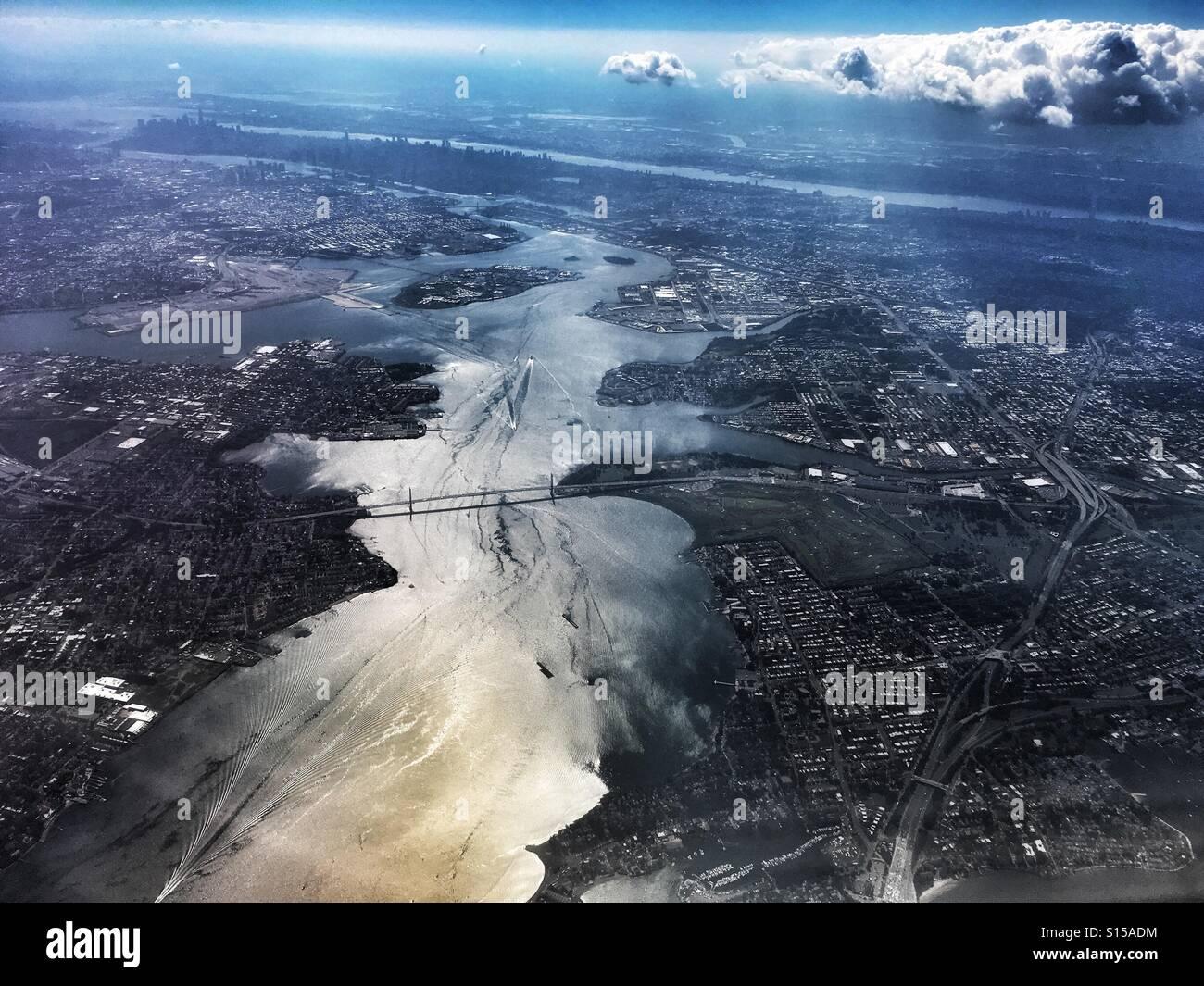 Fliegen nach New York City Stockbild