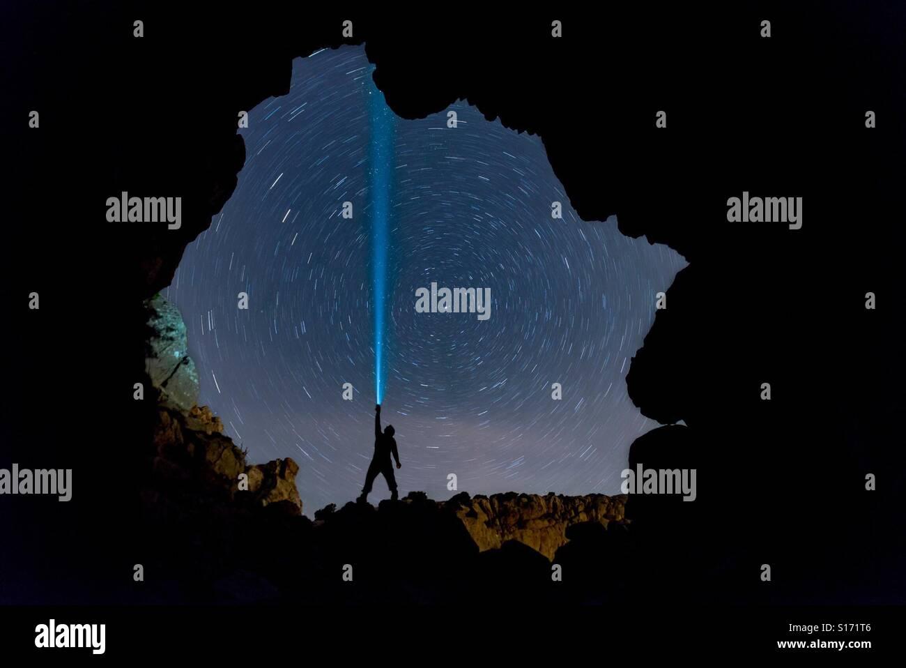Sterne, Nacht und Höhle Stockbild