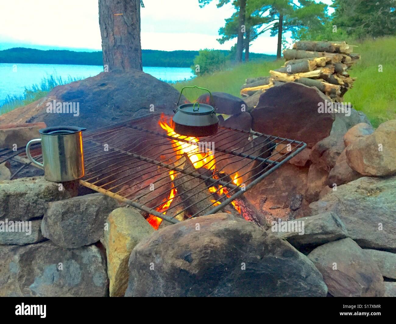 Lagerfeuer Rock Feuerstelle Kochen Von Lakeshore Stockfotografie Alamy