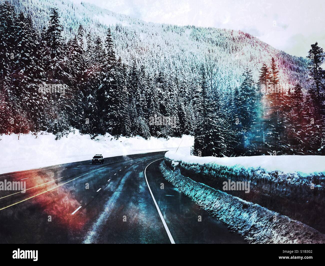 Winter Fahrbedingungen auf Stevens Pass, WA Stockbild