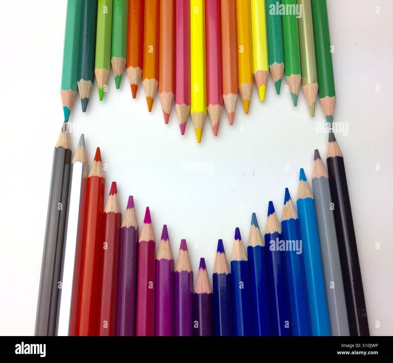 Farbe (amerikanisches Englisch) oder Farbe (Commonwealth Englisch) ist das Merkmal der menschlichen visuellen Wahrnehmung Stockbild