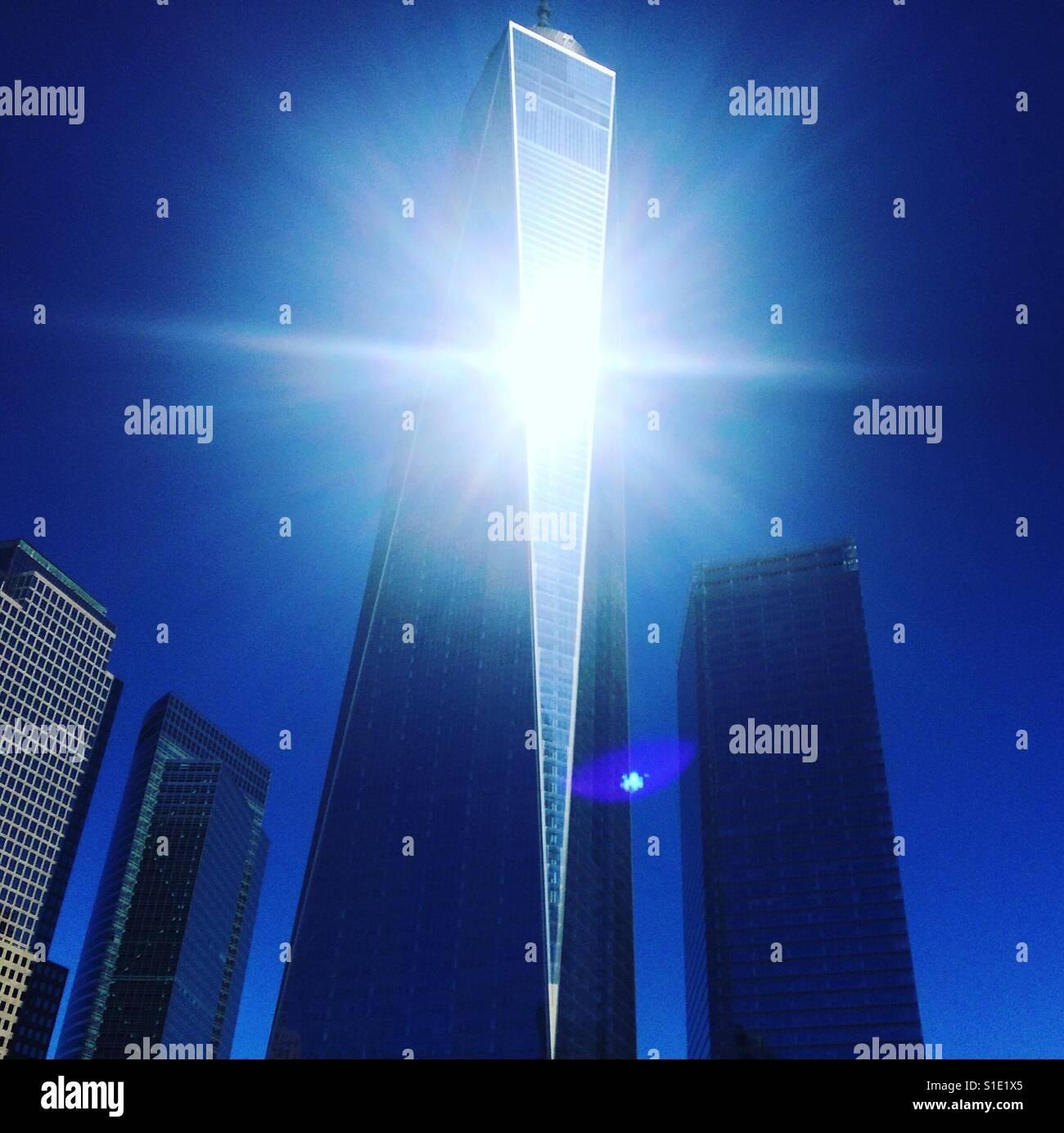 Sonnenlicht auf dem Glas des One World Trade Center, New York, New York Stockbild