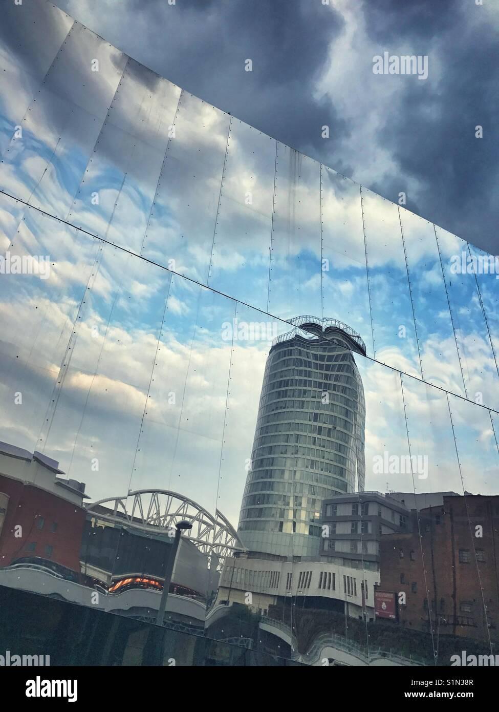 Reflexion der Rotunde, Birmingham, Großbritannien Stockbild