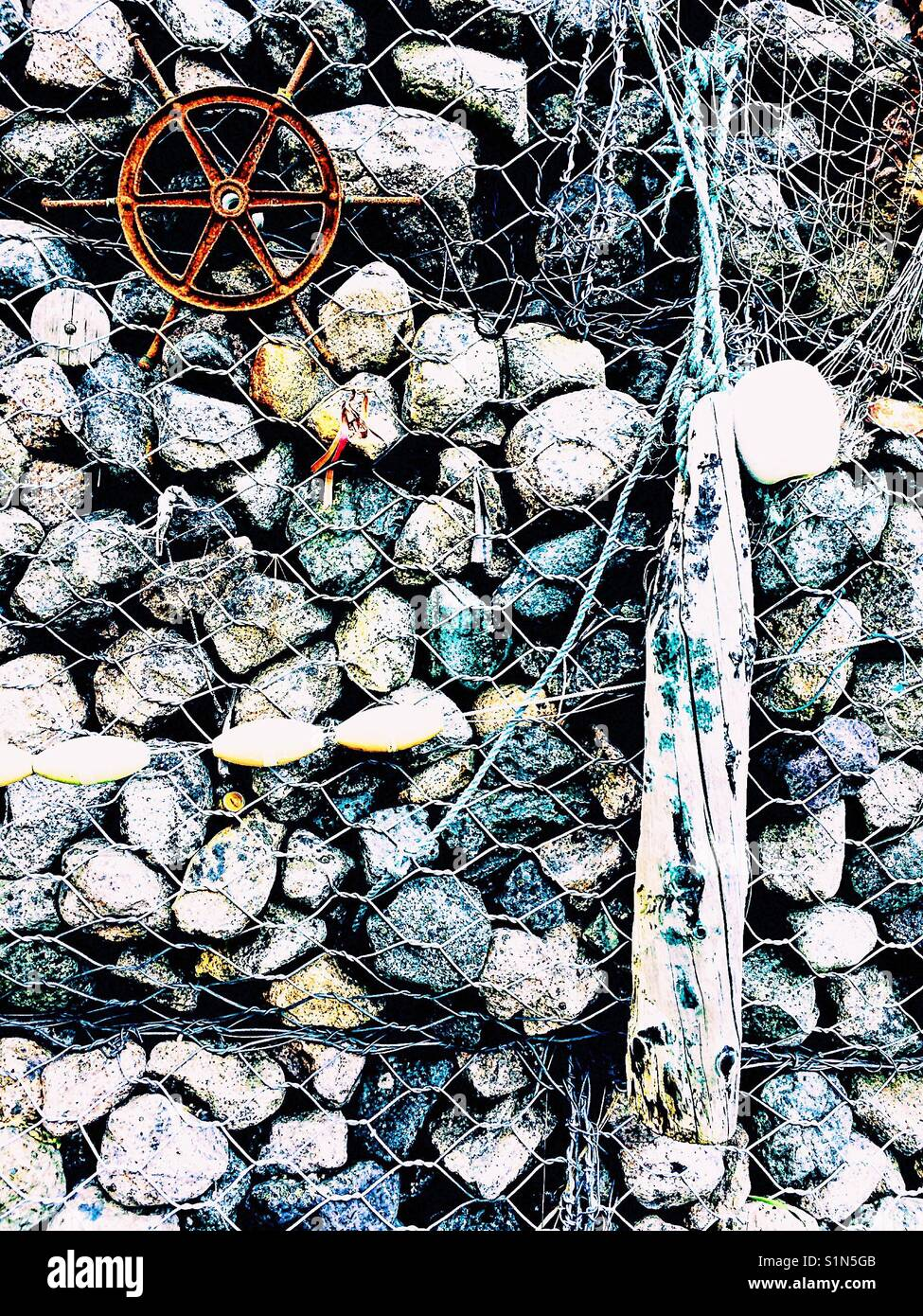 Maschendraht Gabionen Wand Stockfoto, Bild: 310866651 - Alamy