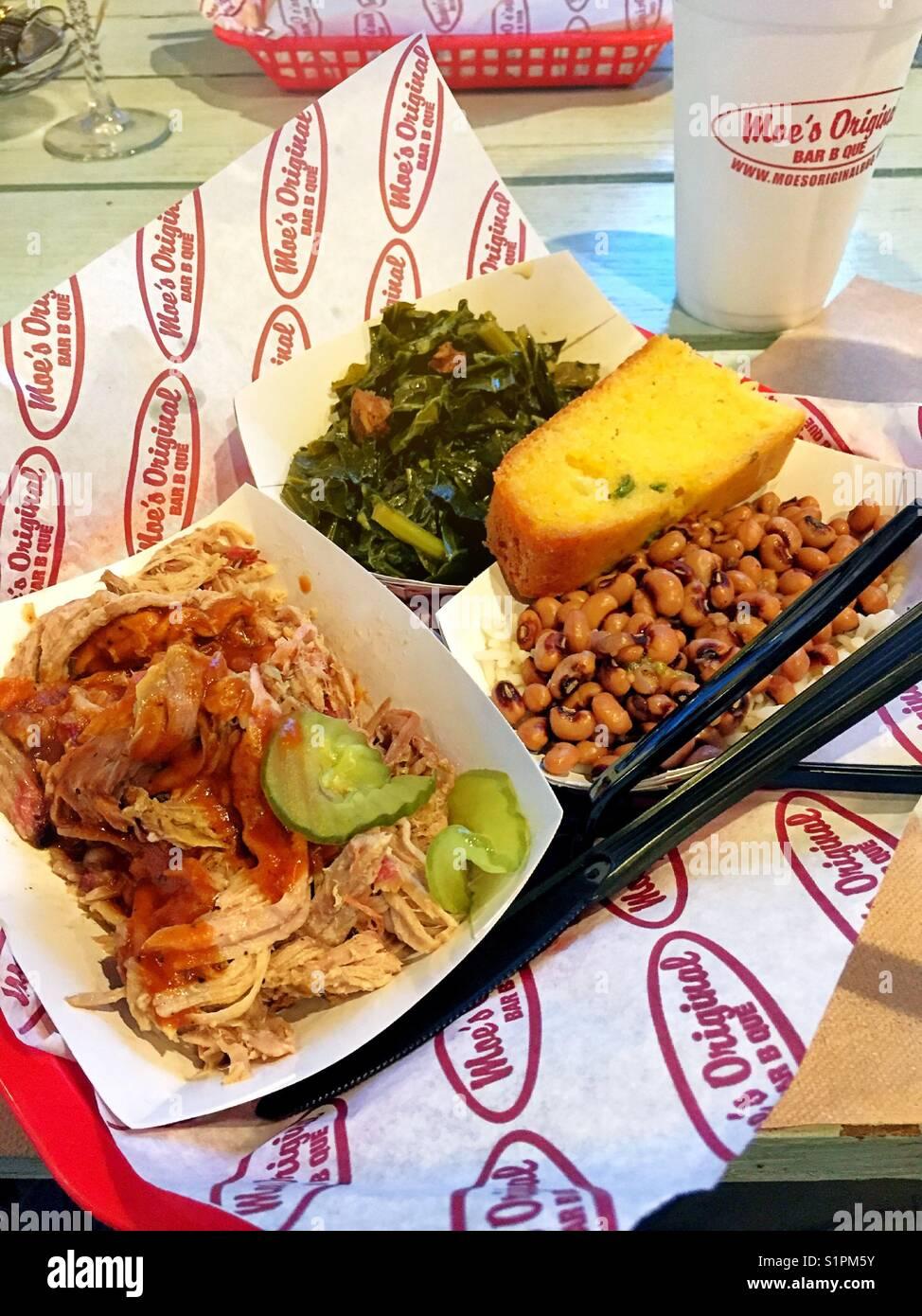 Zog Schwein Mahlzeit im Moe BBQ, Pawleys Island, South Carolina Stockbild