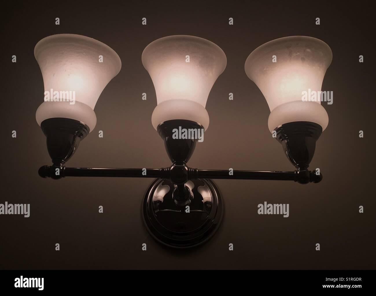 Lampe im Badezimmer Stockfoto, Bild: 310919107 - Alamy