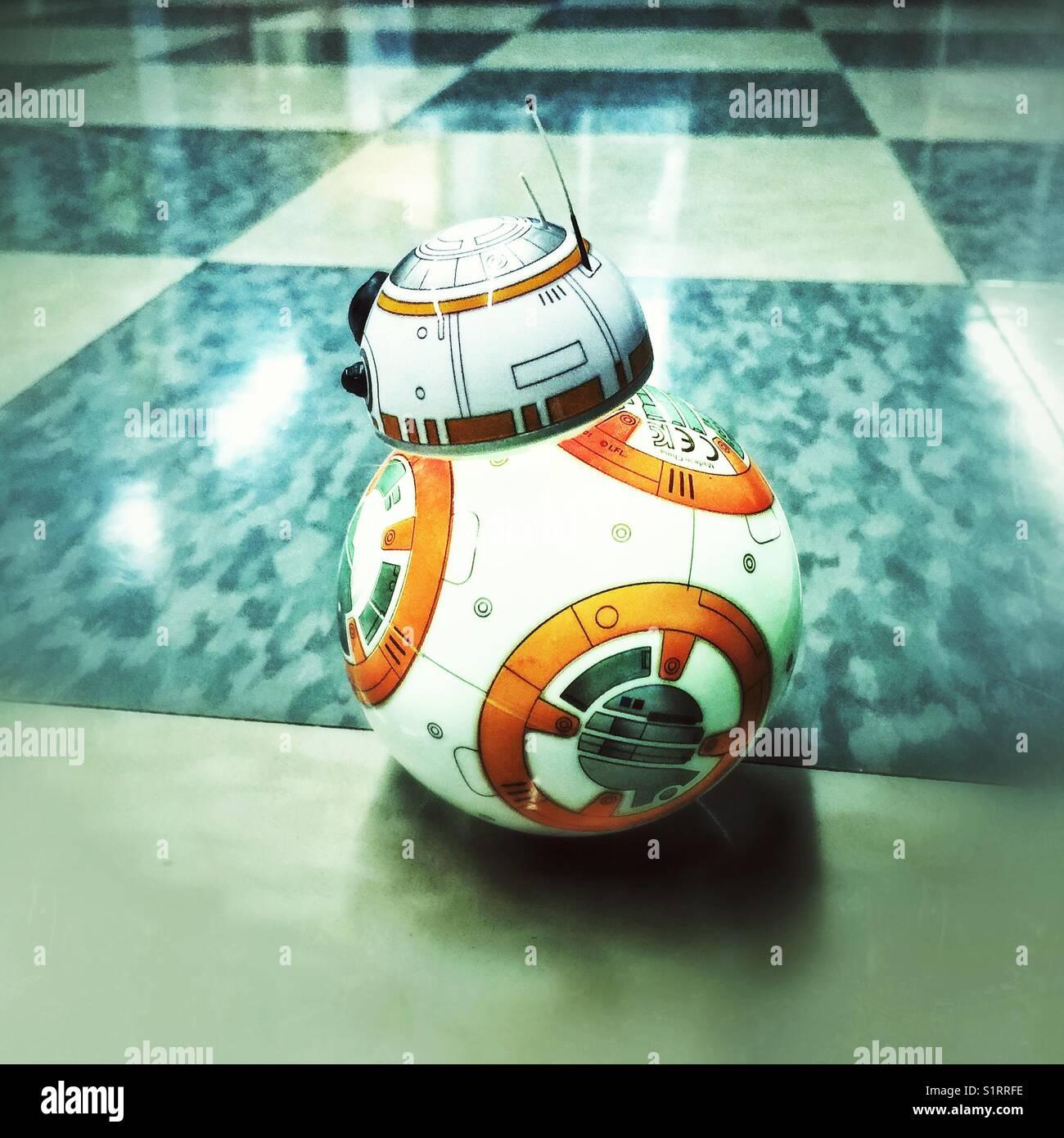 BB 8 programmierbare Spielzeug auf dem Boden Stockbild