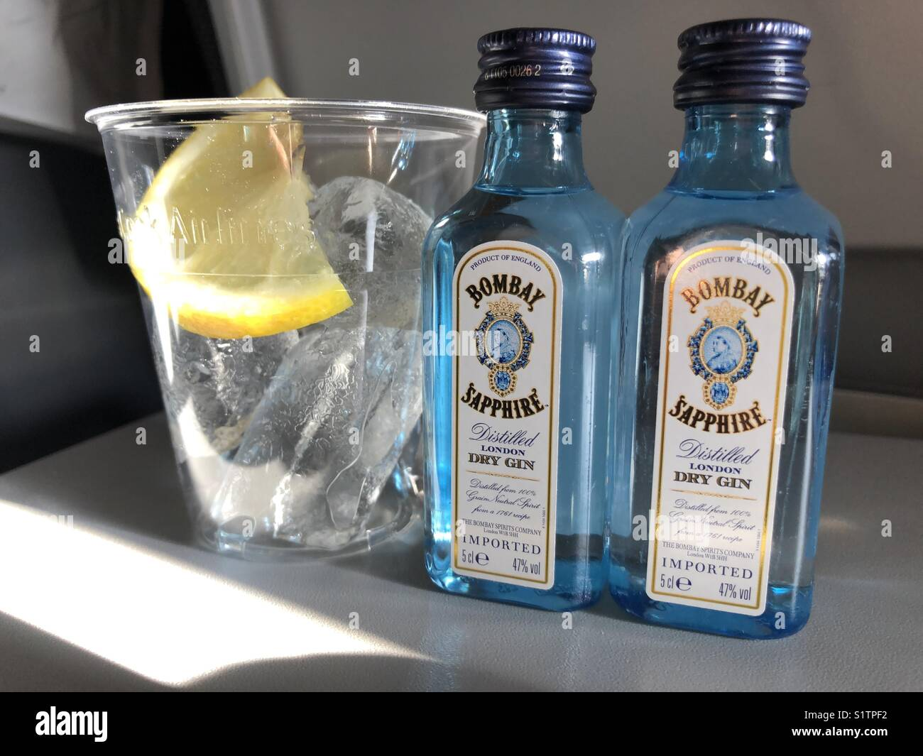 Gin Liebe... Flugzeug Getränke Stockfoto, Bild: 310945798 - Alamy