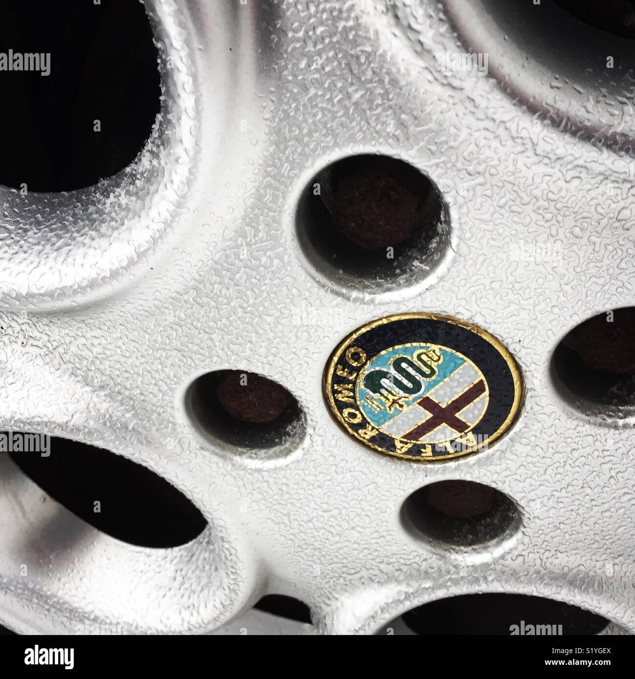 Eis bedeckt Alfa Romeo Rad Stockbild