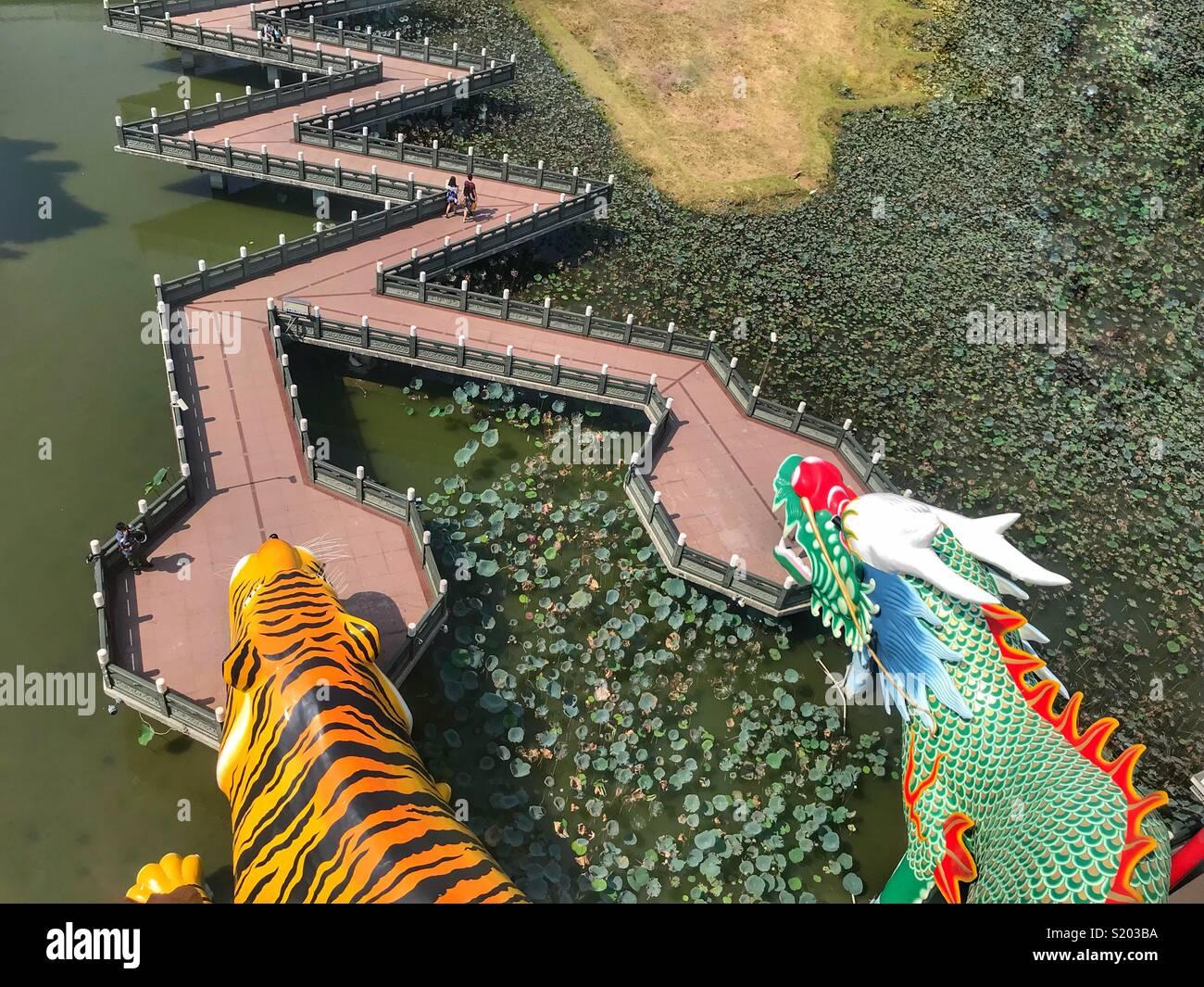 Kaohsiung Taiwan Lotus Teich und Drachen und Tiger Pagoden Stockbild