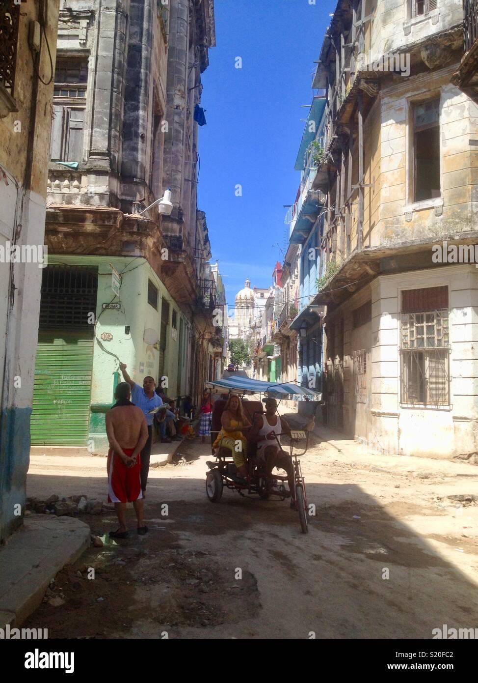 Den Alltag in der kubanischen Hauptstadt Havanna in Zeiten vor dem Öffnen der Beziehung zu den USA Stockbild
