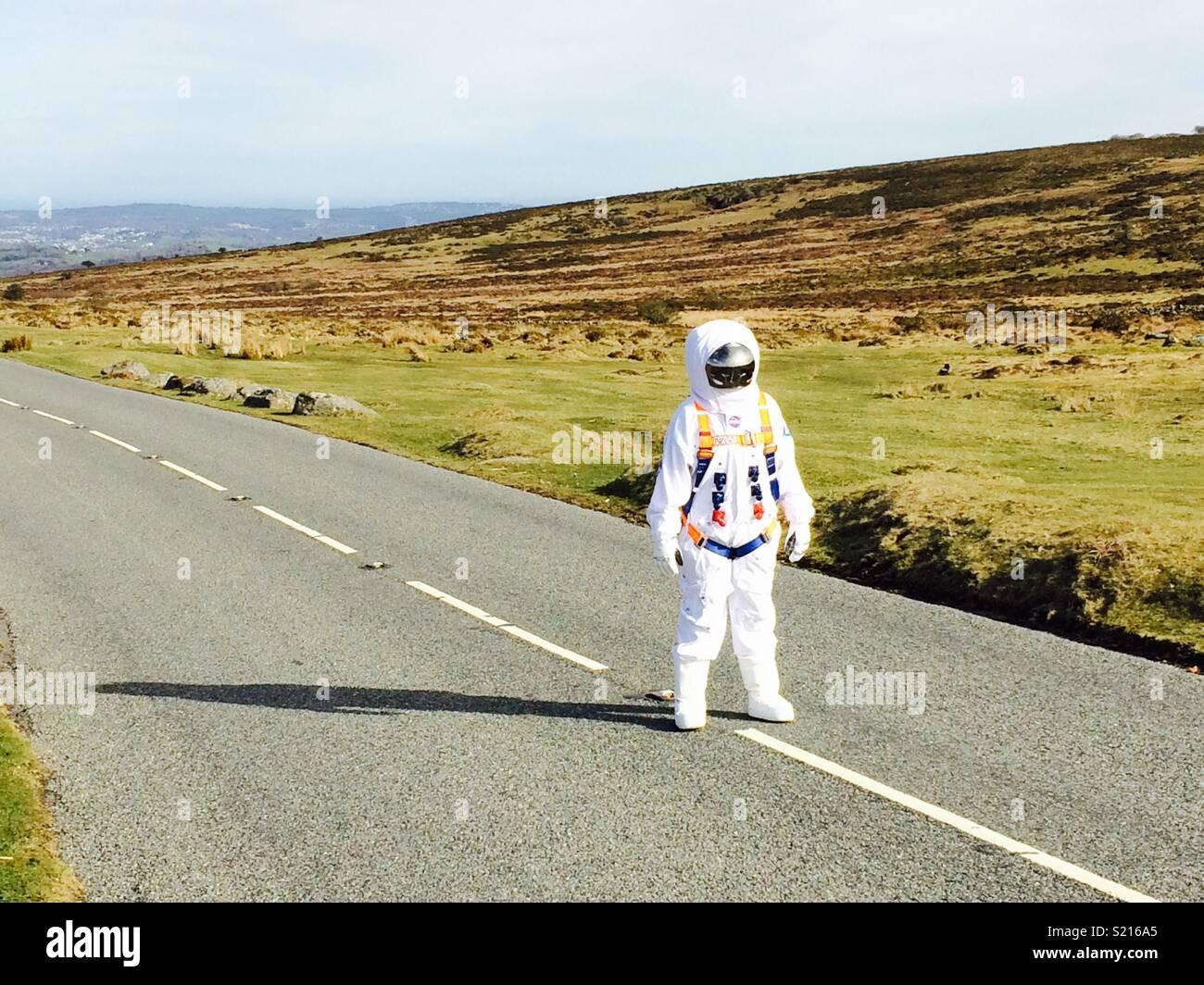 Astronaut in der Straße Stockfoto