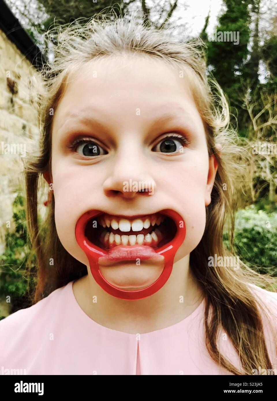 Junge Mädchen sagen, dass es es nicht Spritzen Stockbild