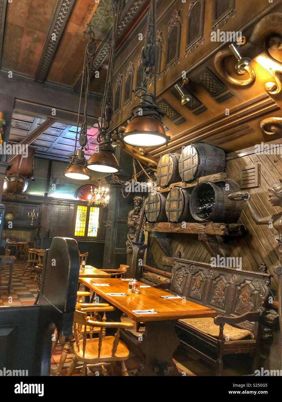 Turbo Rustikale Einrichtung eines historischen Restaurant in Hamburg LD68