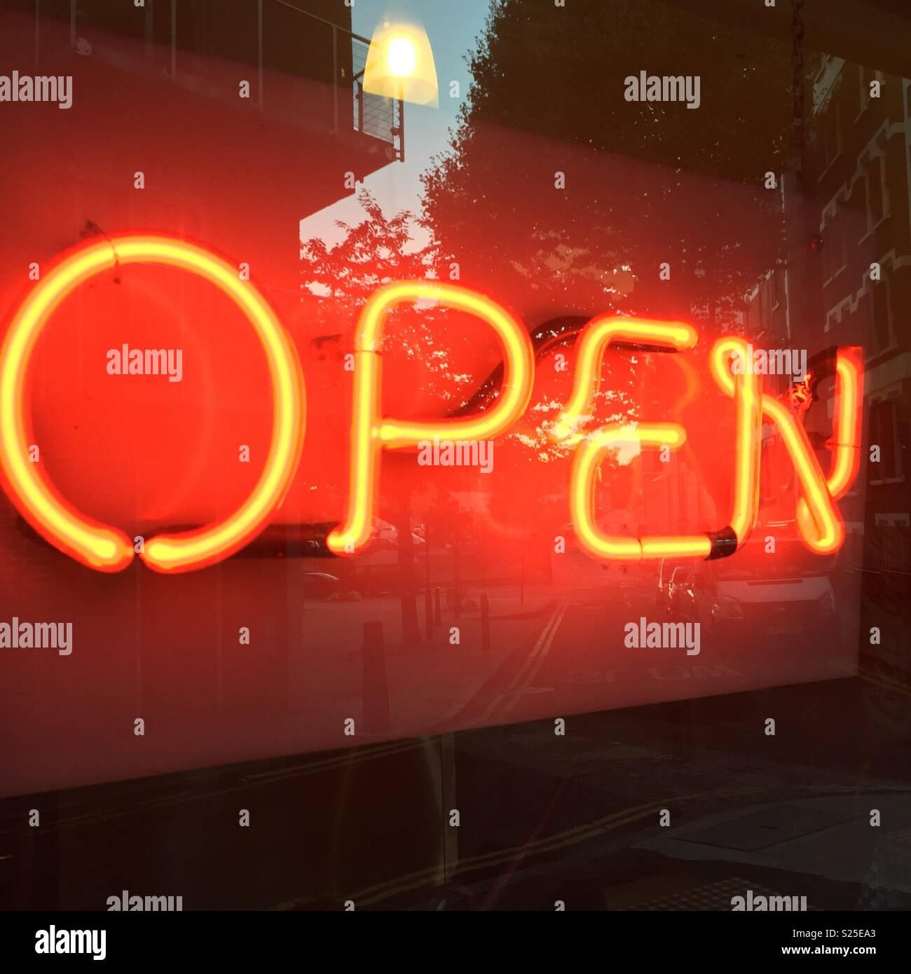 Geschäft eröffnen Stockbild