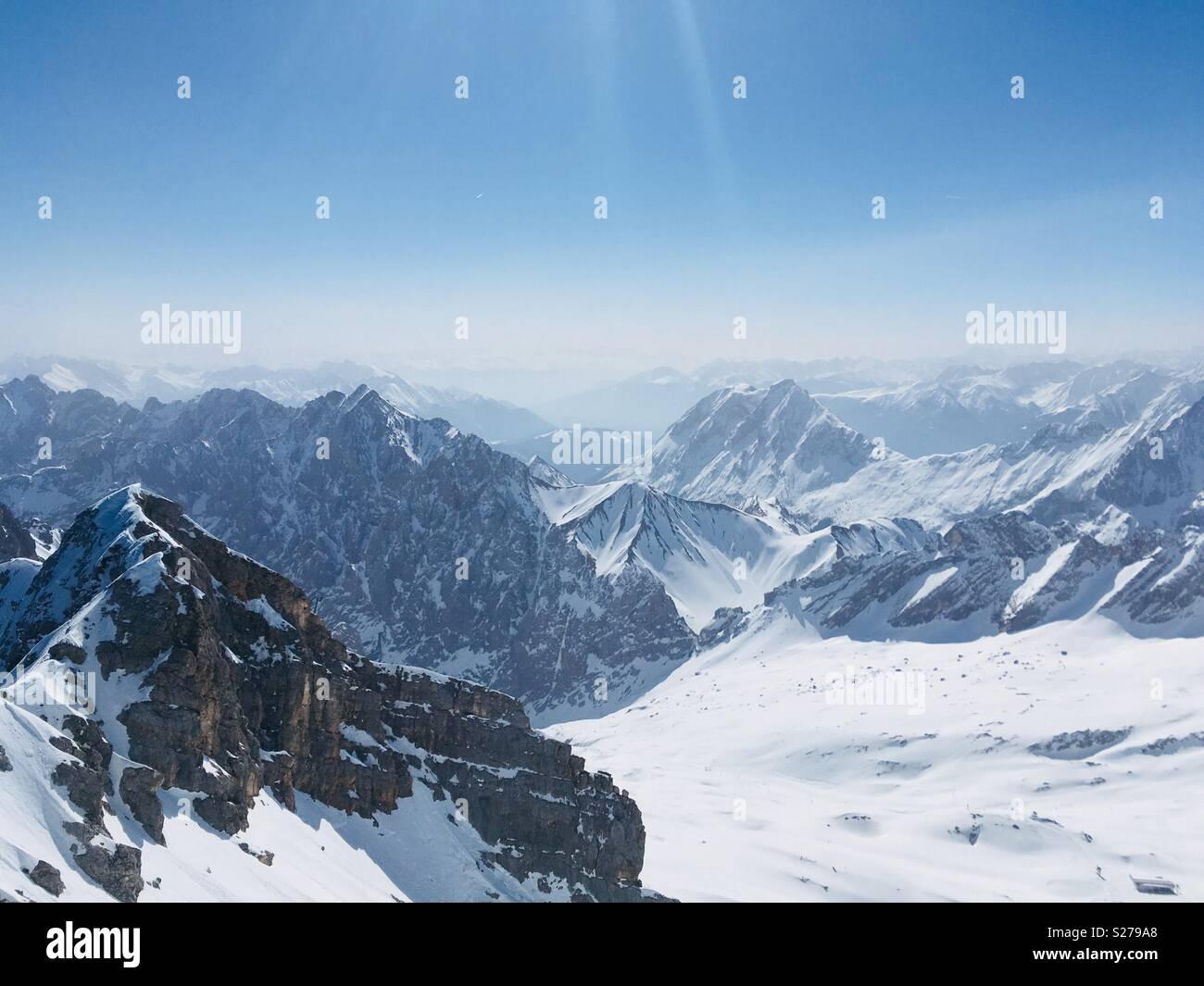 Ein schöner Morgen in den Alpen. Stockbild