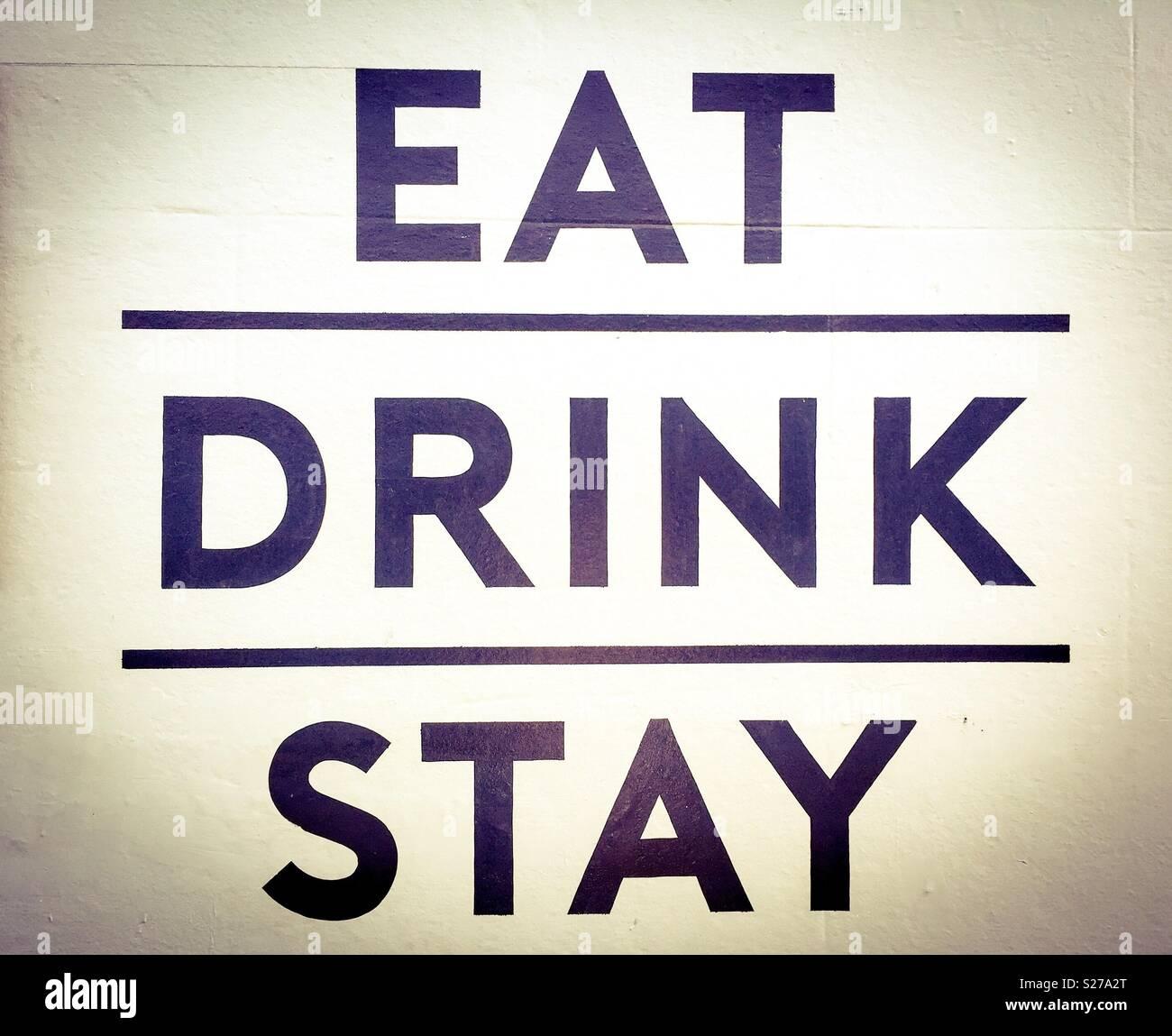Essen, trinken und fröhlich sein Stockbild