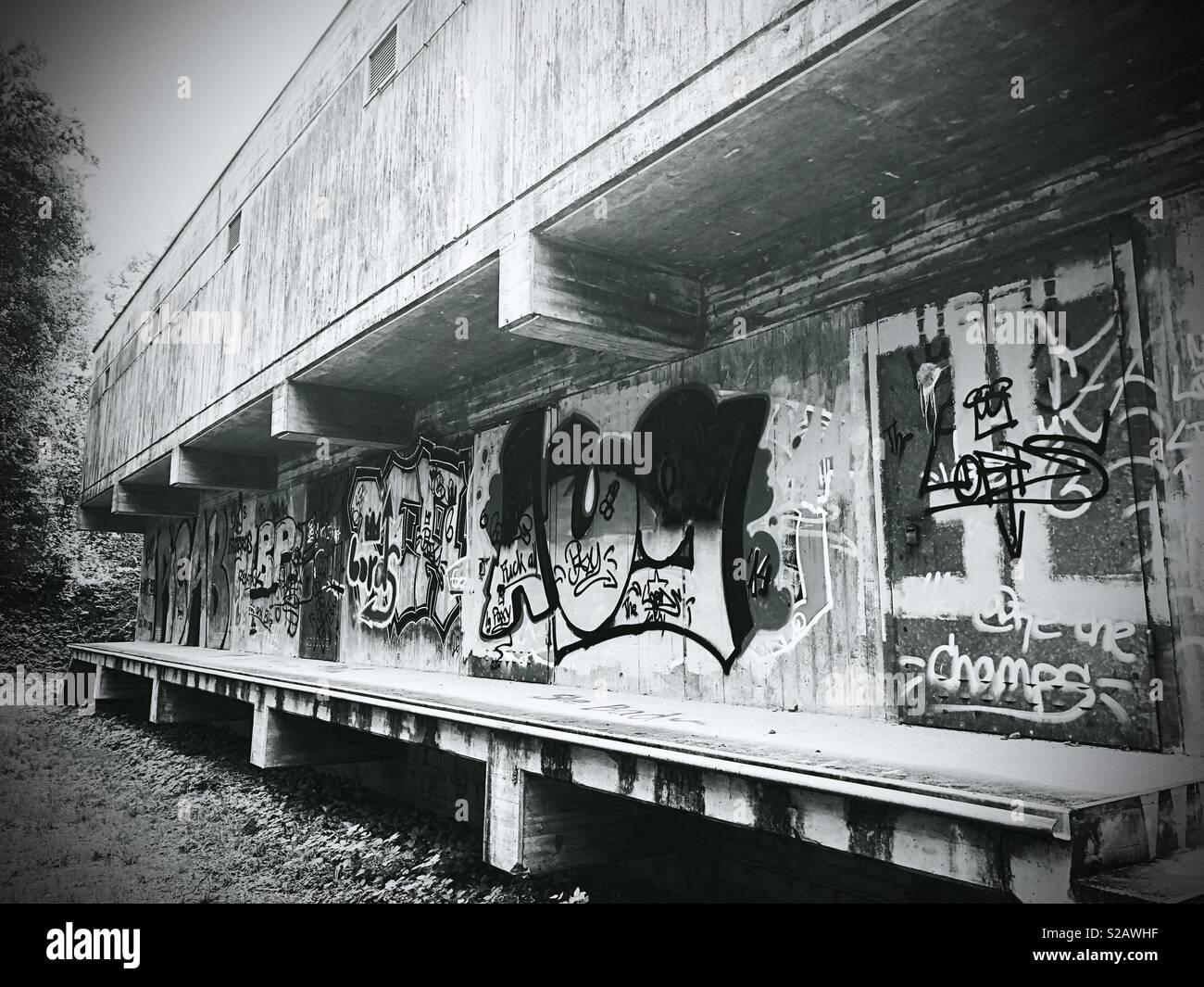 Graffiti an der Seite eines Gebäudes Stockbild
