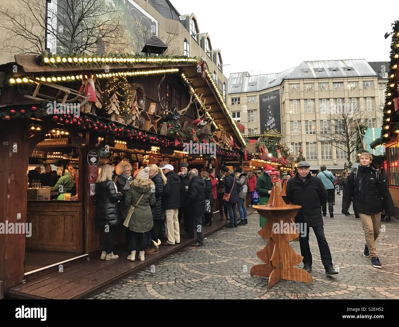 Weihnachtsmarkt Bonn.Weihnachtsmarkt Bonn Deutschland Stockfoto Bild 311336734 Alamy
