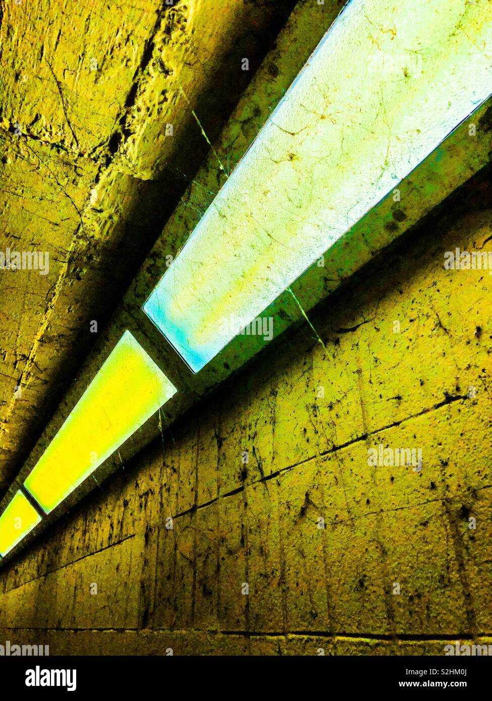 Unterführung Beleuchtung. Stockbild