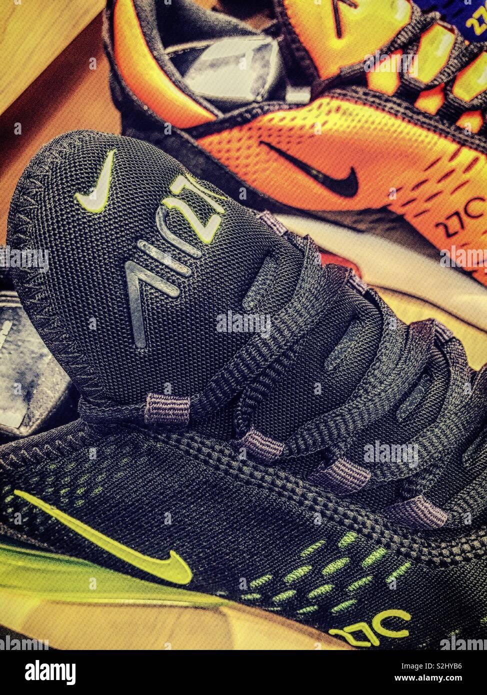 Nahaufnahme von Nike + Sensor Logo auf Running Schuh Sohle
