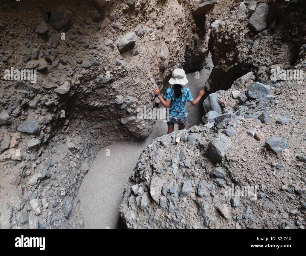 Wandern Death Valley Slot Canyon Stockbild