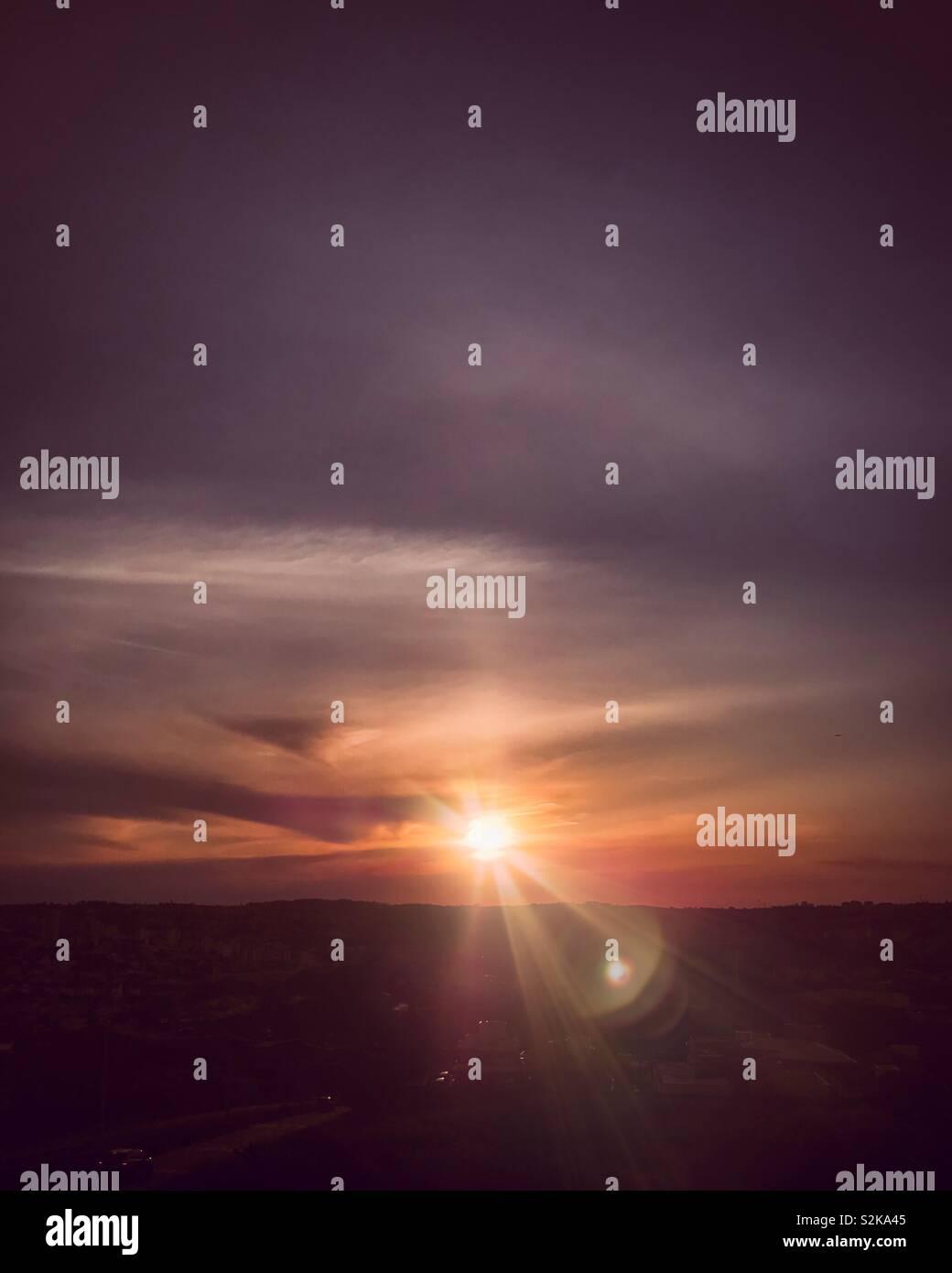 Schöne und farbenprächtige Sonnenuntergang Stockbild