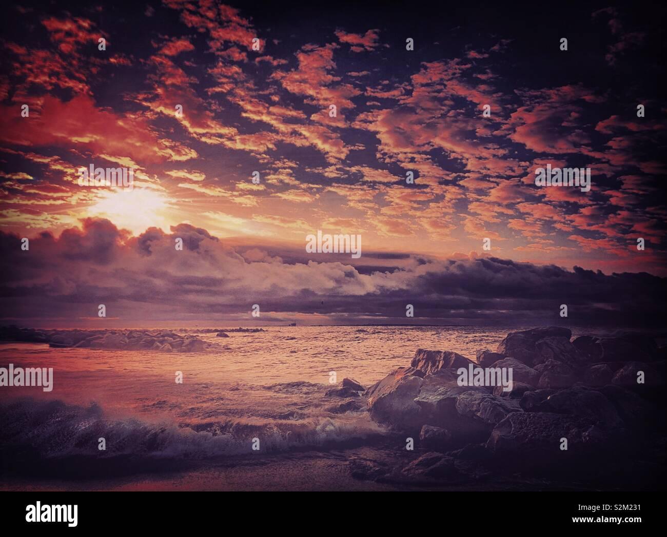 Karfreitag Sonnenaufgang auf Dauphin Island, Alabama. Stockfoto