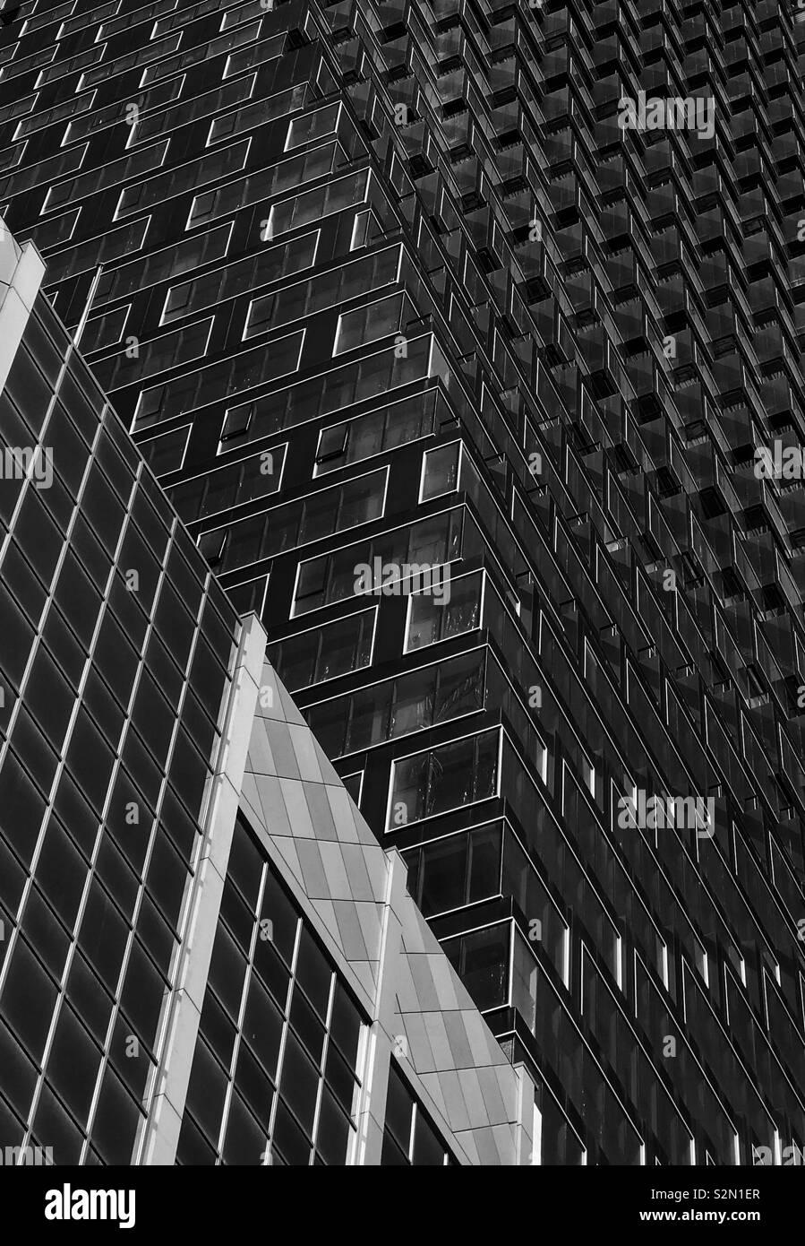 Architektur Abstract in Schwarzweiß. Gebäude in der Innenstadt von Calgary, Alberta, Kanada. Stockfoto