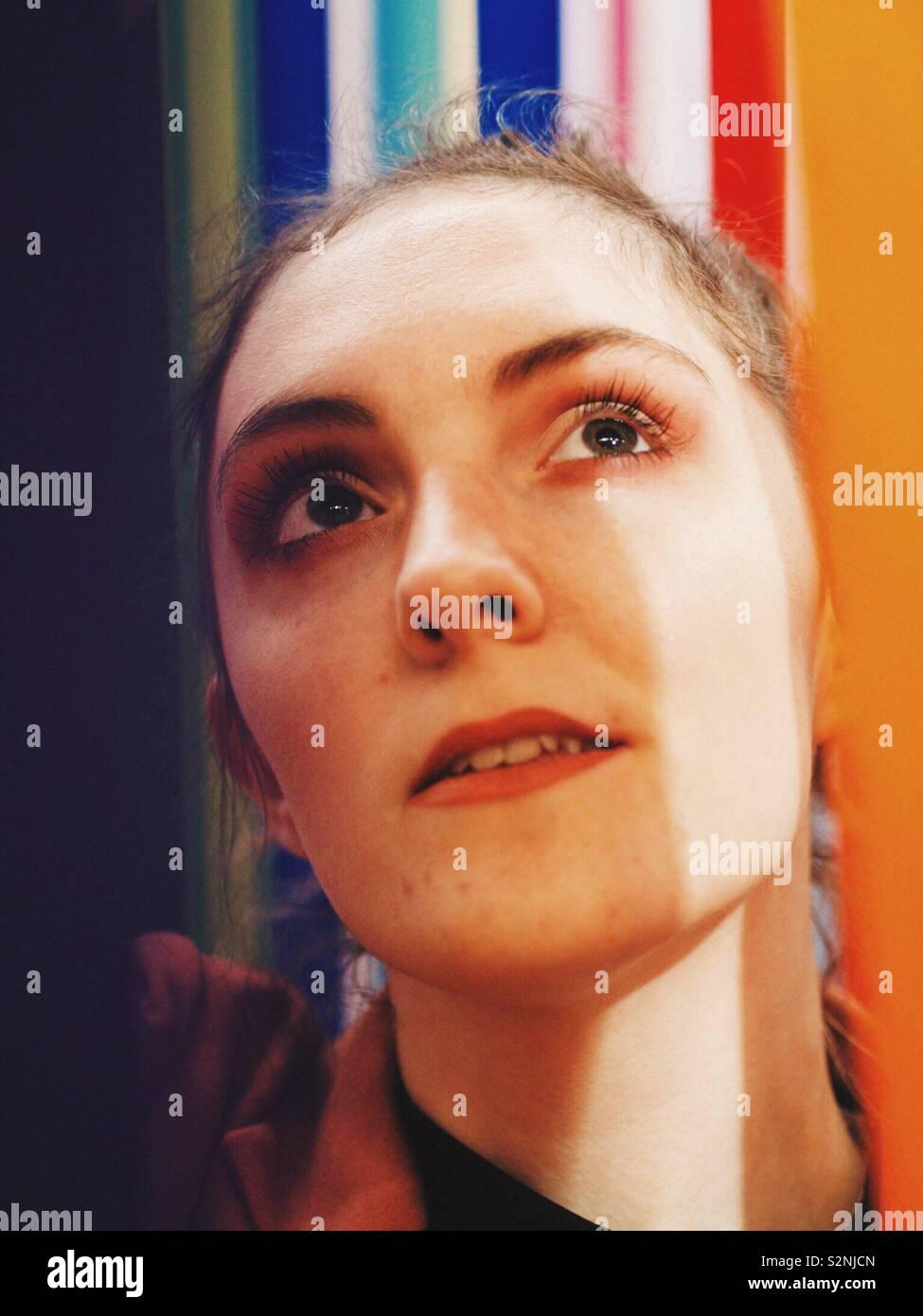 Mich in Regenbogen Bänder Stockfoto