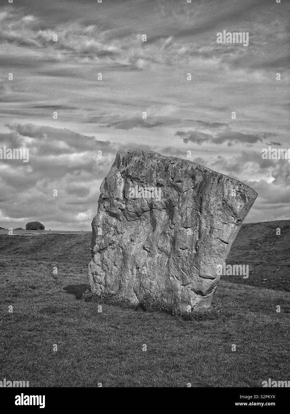 Einer der grossen Steine, die als Teil der südöstlichen Abschnitt des Avebury Stone Circle - in der Nähe von Marlborough in Wiltshire, England. Avebury ist der weltweit größte Steinkreis. Foto © CH. Stockbild