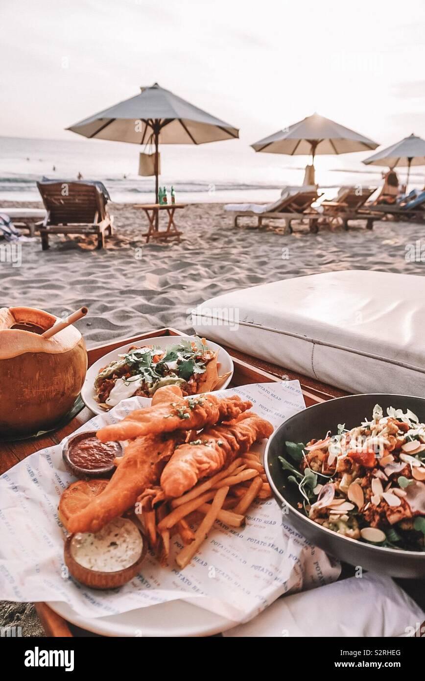 Abendessen am Strand Stockfoto