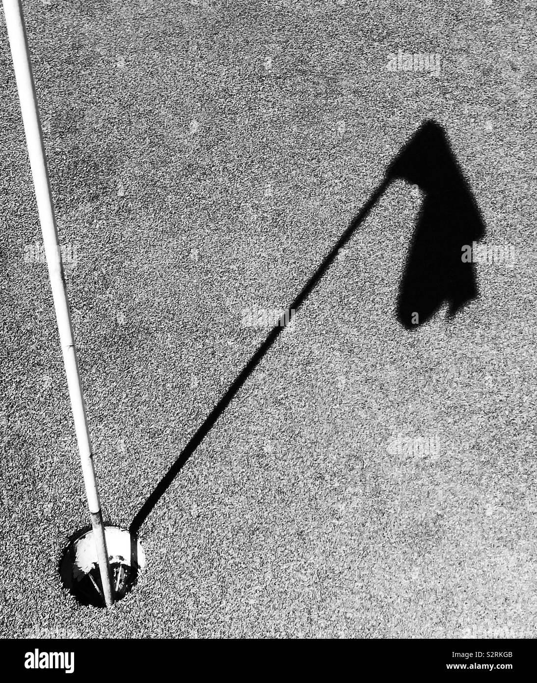 Schwarze und weiße Golf pin Schatten Stockfoto