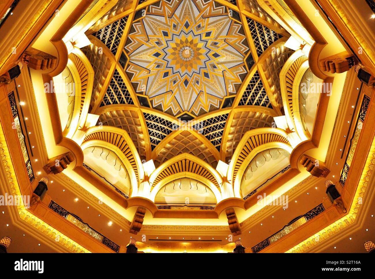 Innenraum des Emirates Palace Hotel, Abu Dhabi, Vereinigte Arabische Emirate. Stockbild
