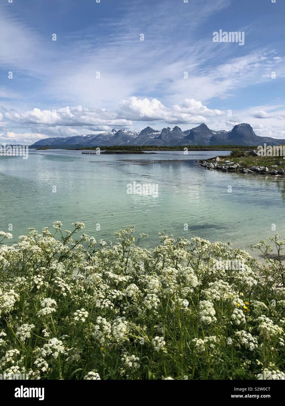 Die sieben Schwestern Bergkette an Heroy Island, Norwegen. Stockfoto