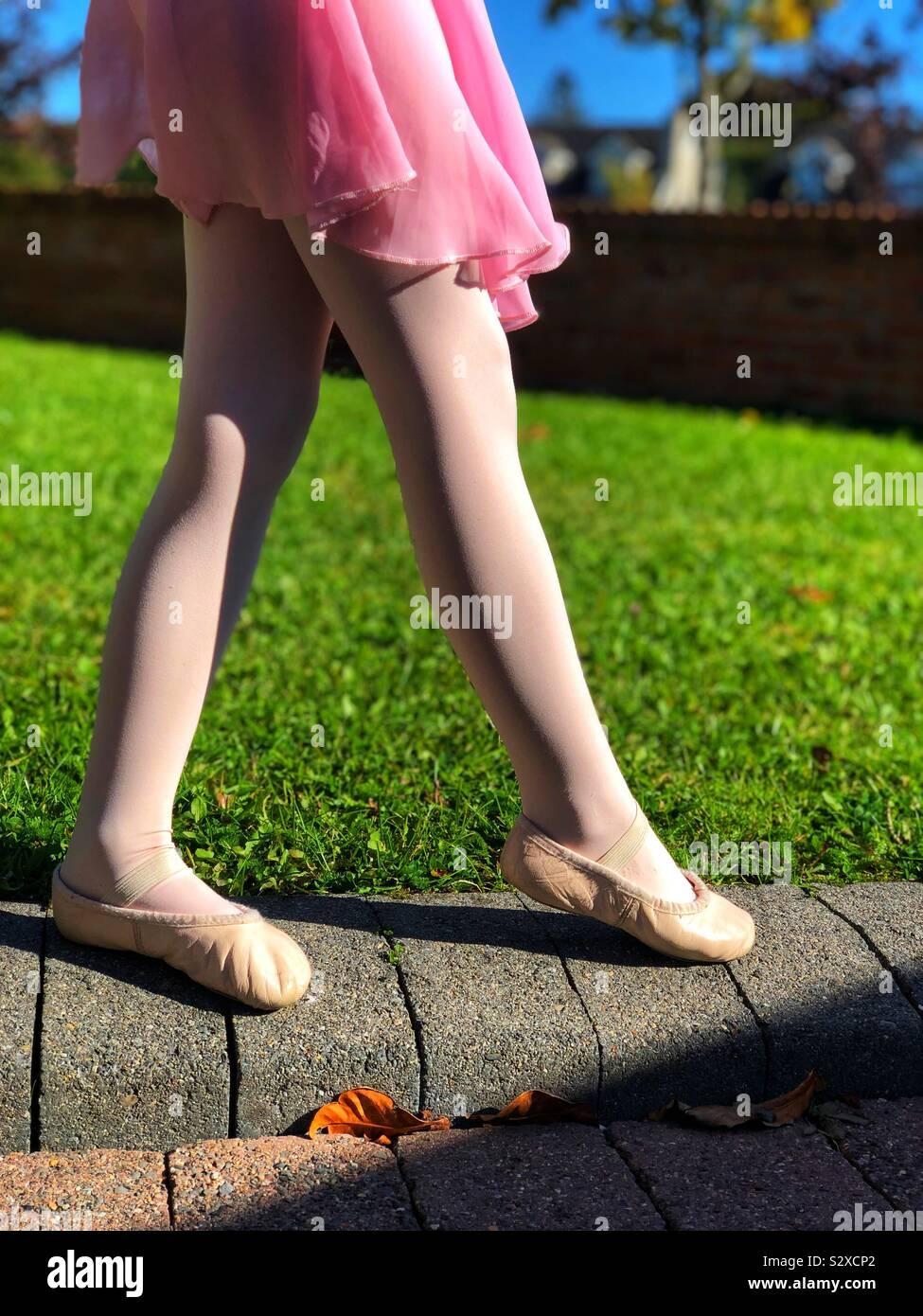 Spitze Zehen Stockfotos & Spitze Zehen Bilder Alamy