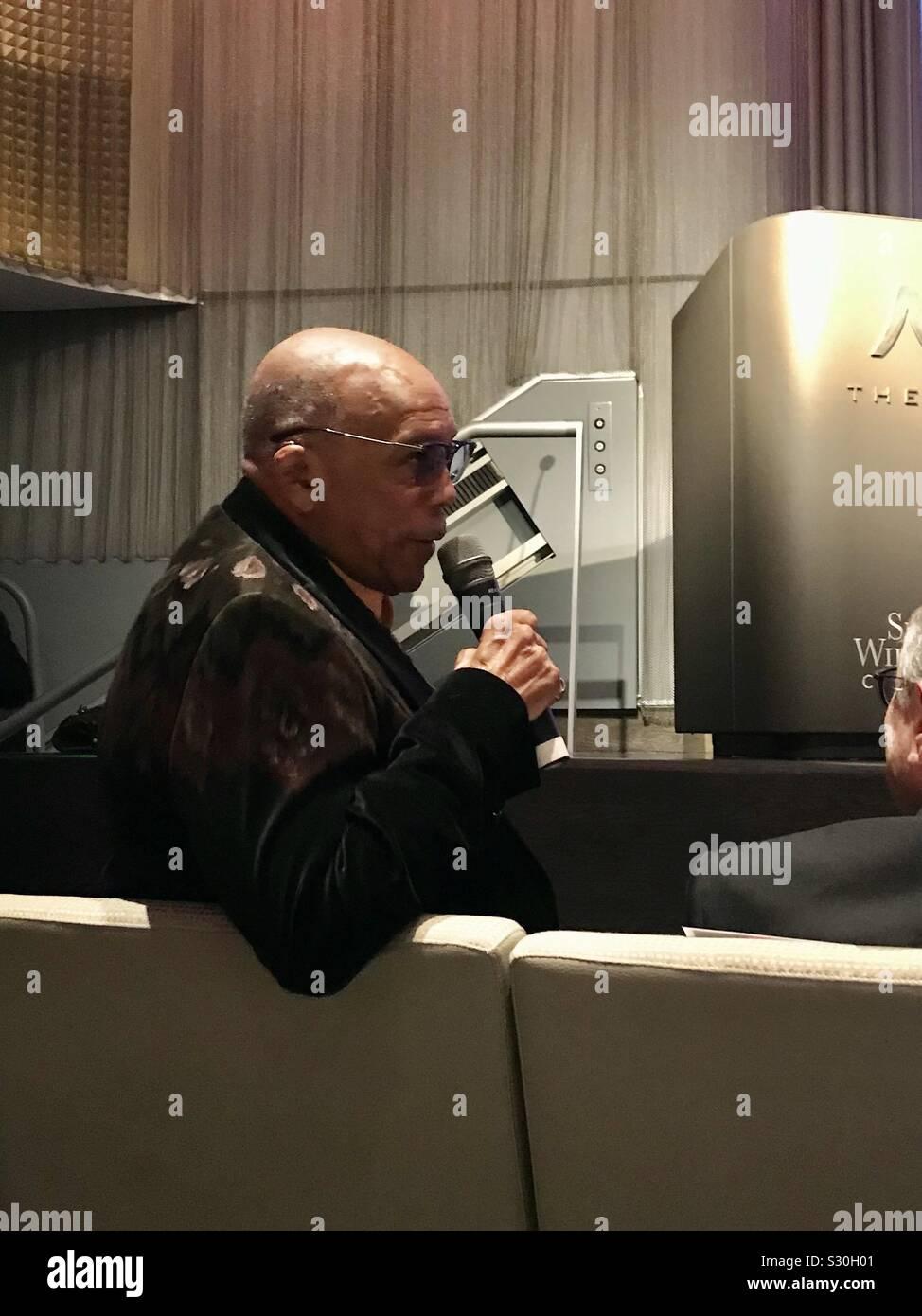 Quincy Jones spricht zu Gast. Stockfoto