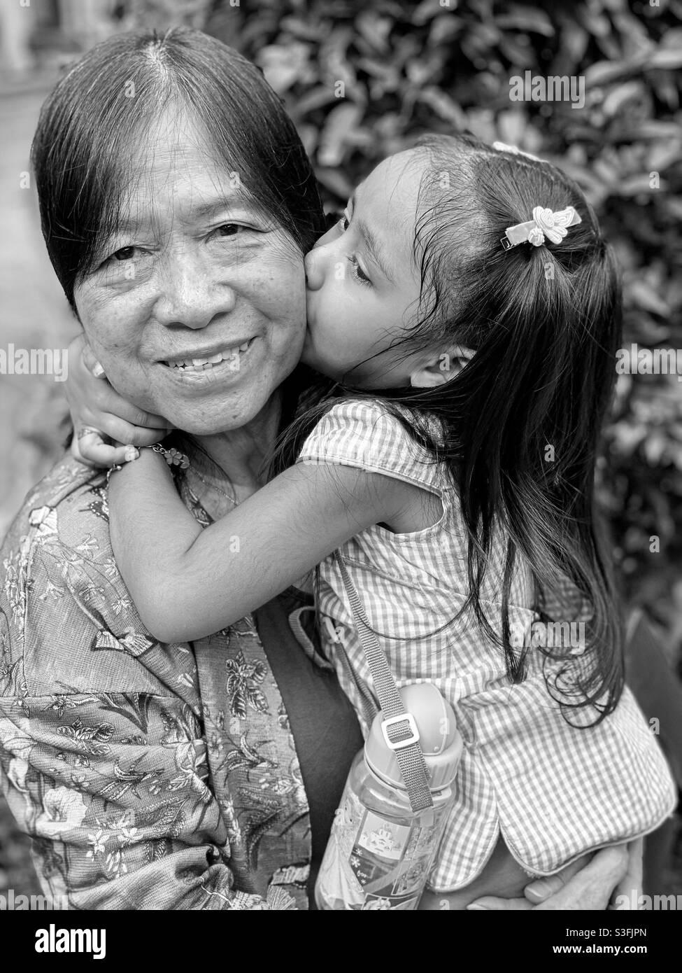 Liebe - ein einfacher Kuss erhellt das Leben eines Menschen Stockfoto