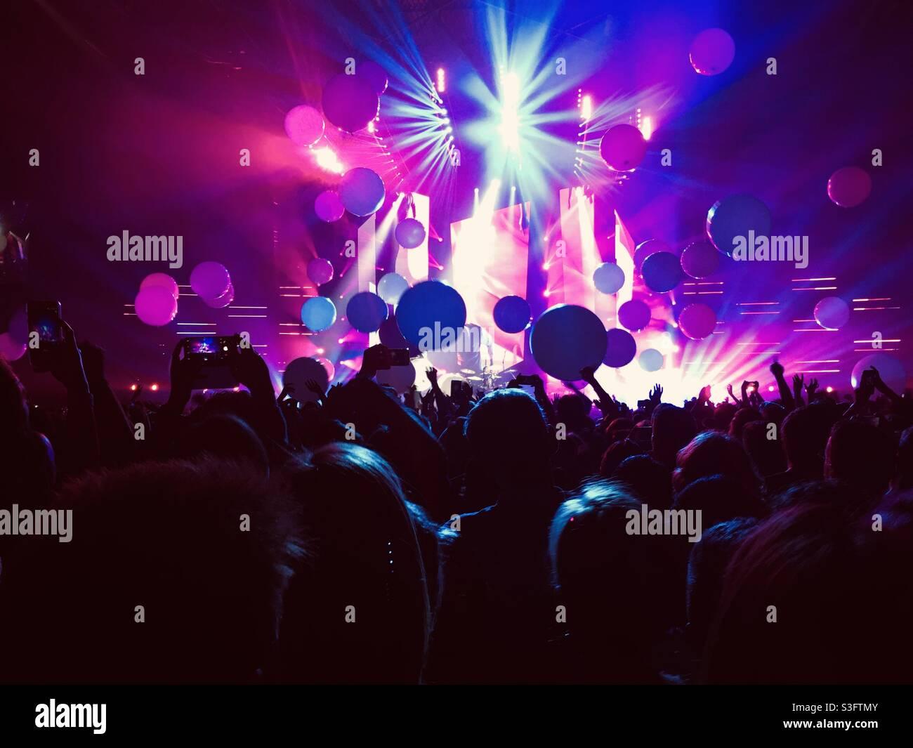 Live-Musik bei einem Konzert vor der Pandemie Stockfoto