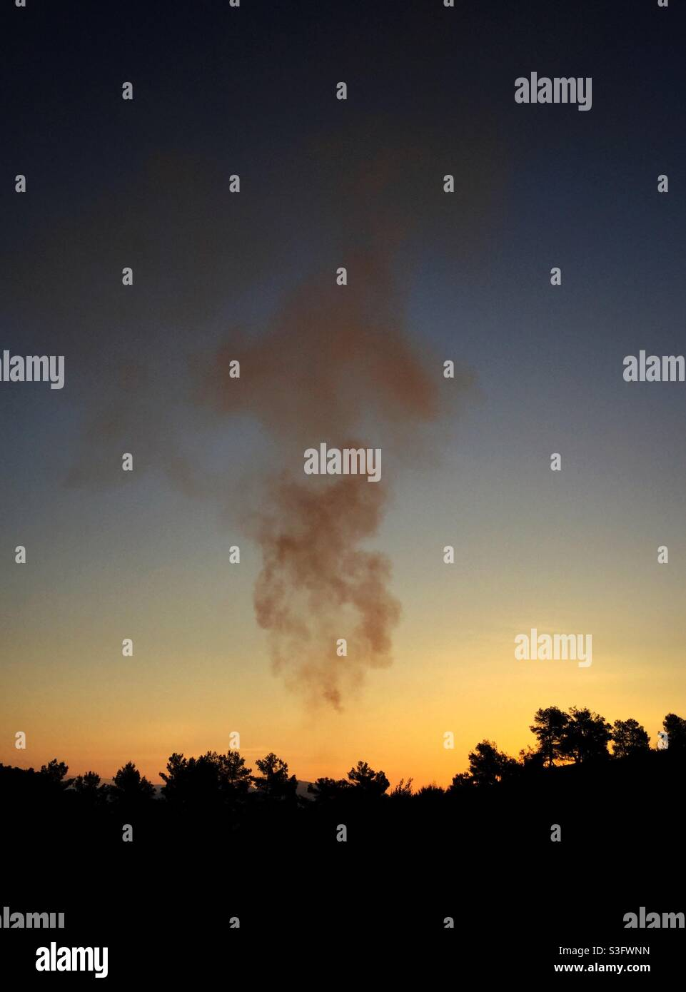 Daybreak Bonfire, Katalonien, Spanien. Stockfoto
