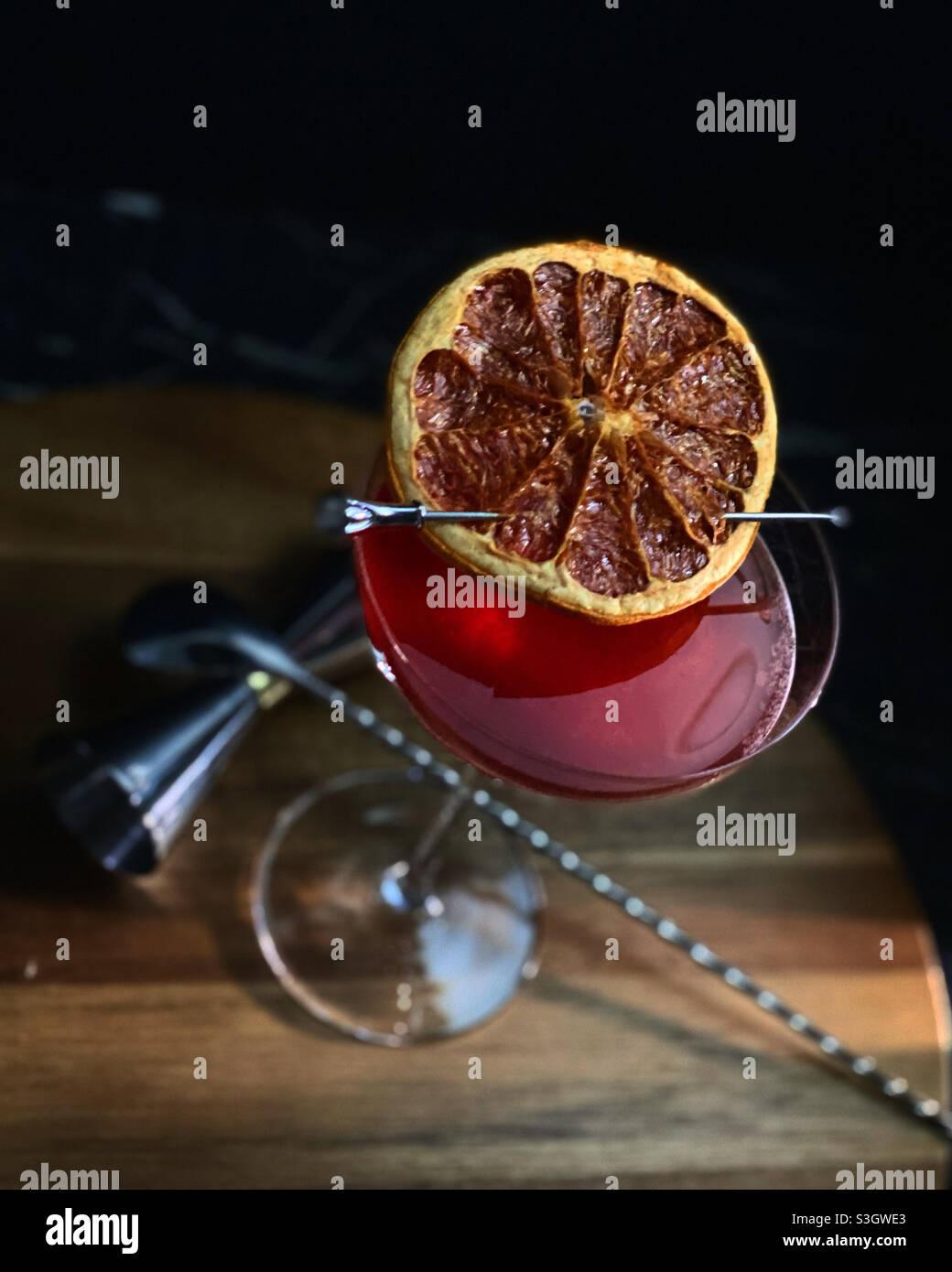 Hausgemachter roter Cocktail. Stockfoto
