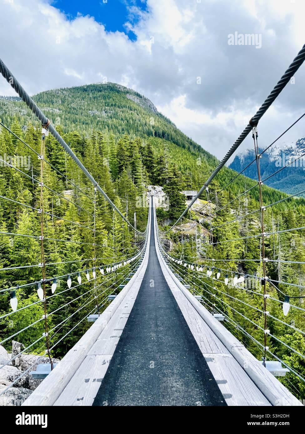 Sky Pilot Hängebrücke auf der Spitze des Meeres zum Sky Summit. Squamish, BC. Kanada. Stockfoto