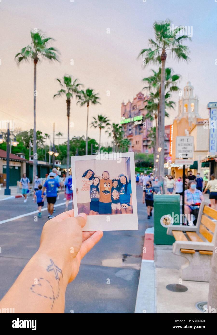 Polaroid vor dem Hollywood Tower of Terror Stockfoto