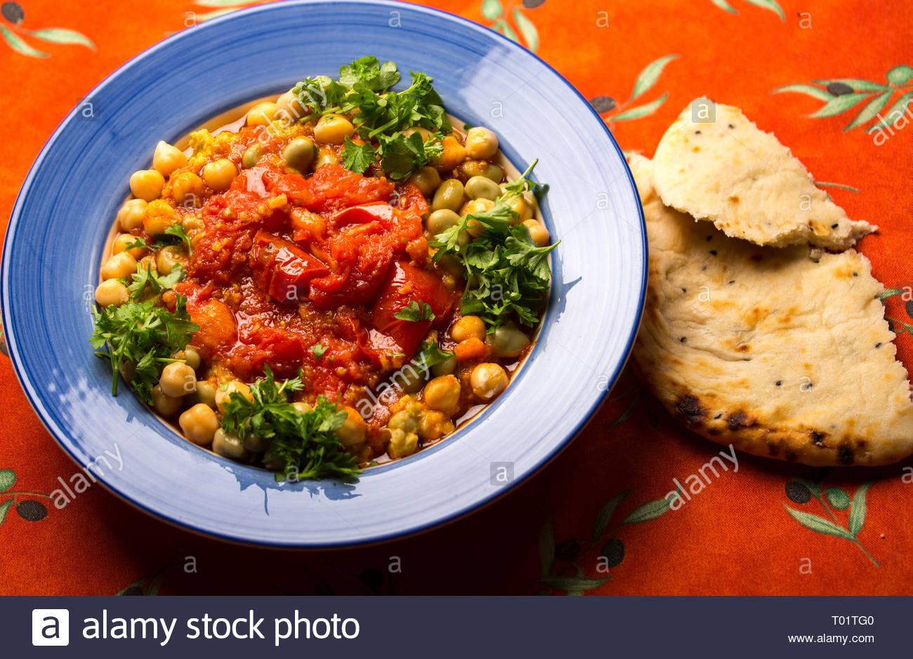 Foul Mudammas. Es gibt viele Variationen dieser alten arabischen Teller auf Bohnen. Stockbild