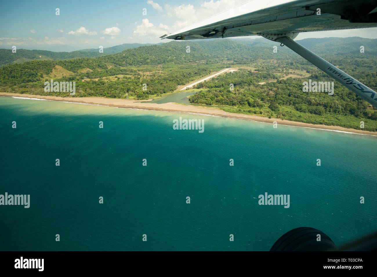 Costa Rica Airport air strip Drake Bay Halbinsel Osa. Stockbild